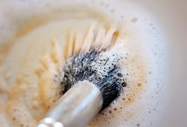 how-to-clean-makeup-brushes-1